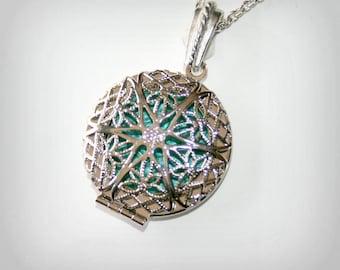 Silver tone Locket Necklace - Silver Locket - Wedding Birthday Bridesmaids Gift-Locket Personalized Jewelry Family Locket-(pturquoise)