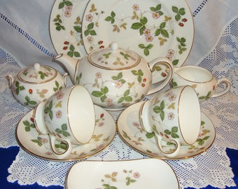 Wedgwood WILD STRAWBERRY Tea Set For TWO Very Cute, Excellent