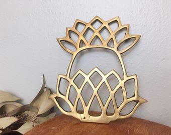 Brass Metal Pineapple Trivet/ Tropical Pan Stand/ Metal Pan Warmer/ Boho Brass/ Tiki Bar Decor