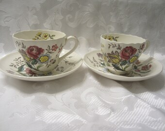 Copeland Spode Set of Two Cups and Saucers in the Gainsbouough Pattern