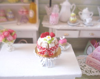 Dollhouse Strawberry whipped cream - miniature dioramas
