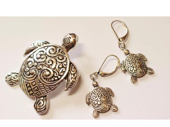 Vintage Funky Boho Celtic Swirly Embossed Designed Silvertone Dangle Turtle Earrings with matching Groovy Turtle Brooch