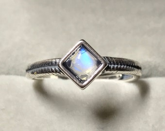 Vintage Square Blue Rainbow Moonstone Ring,4mm Sterling Silver Ring, Sterling Silver Moonstone Ring, Gift Ice Cube ring, vintage ring