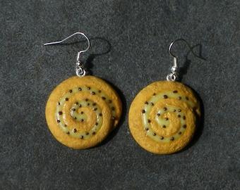 Bread in polymer clay grape earring