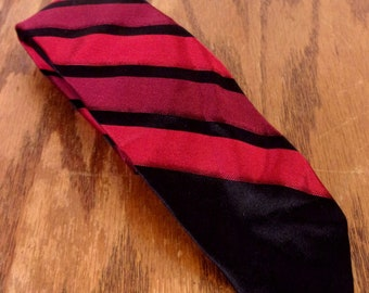 "vtg 50s Cades NWT deadstock Black/Red Silk Skinny Tie Rockabilly 56"" 2.25"""