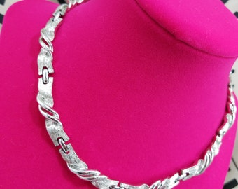 Lovely Silver Tone Lisner Twisted Ribbon Necklace