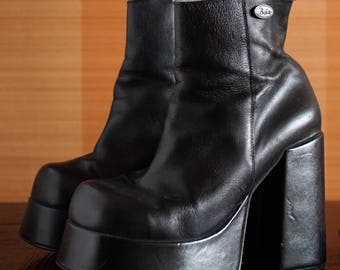 BUFFALO T 24401 platform booties 90's Club Kid grunge chunky clunky boots