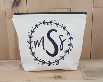 Wreath Monogram Makeup Bag, Wreath Monogram, Monogrammed Wreath, Monogrammed Makeup Bag, Cosmetic Bag, Bridesmaid Gift, Personalized Makeup