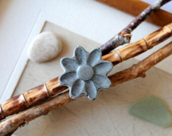 Ring flower concrete grey
