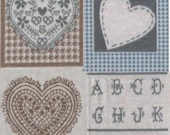 Application textile : 4 carré 9 cm x8 cm jacquard  beige/bleu/écru impression broderie Cœur