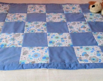 Blue baby blanket for boys' crib