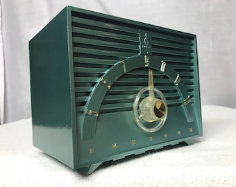 Vintage 1955 Emerson 811D jet age retro tube radio with iphone or bluetooth Input.