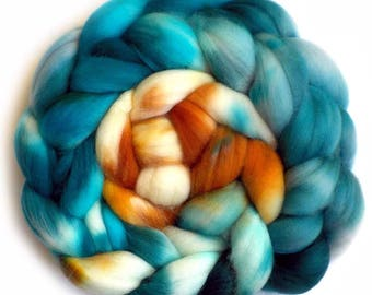 Roving Superwash Merino Superfine 18.5 Micron Hand Dyed Combed Top, Sea and Sand, 5.1 oz.