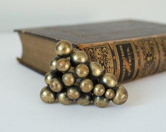 1930s dress clip / brass grape cluster dress clip