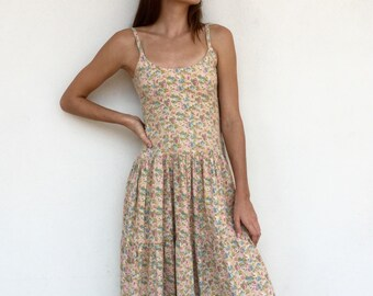 Adorable 50s muted floral ballerina style day dress