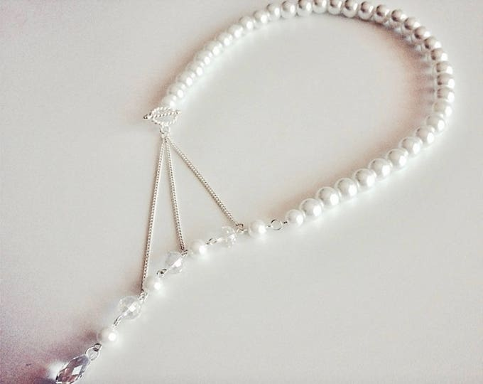 Question mark white necklace beads