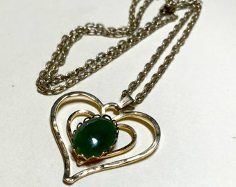 Vintage heart pendant with resin faux jade stone, 24 inch chain, faux jade heart necklace, gold heart necklace, gold heart pendant 1970s