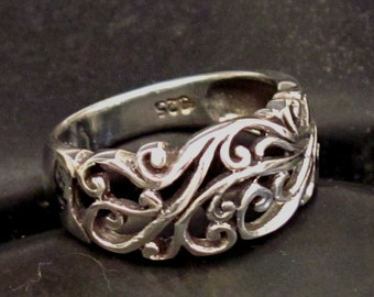 Pretty Scroll Work Band Ring in Sterling Silver .925 - Multiple Sizes - Open Scroll Work Design