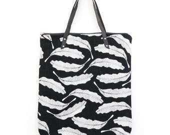 """Shopping bag """"light"""" black and white, feather print"""