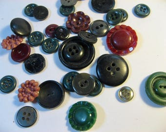 Vintage Buttons lot! Mix of greens, maroon, black. 1940s-1980s plastic buttons. assorted styles.