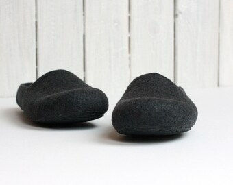 Men house shoes ready to ship size US 8.5, EUR 42 - grey charcoal felted wool slippers - Father day gift - unisex slippers mens slippers