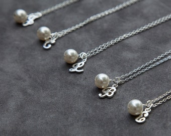 Personalized Initial Bridesmaid Necklace, Set of 9, Bridal Party Jewelry, Personalized Wedding Pearl Necklace, Custom Bridesmaid Jewelry