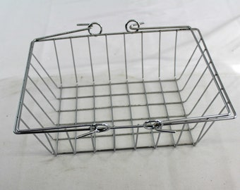 Wire grid chrome display basket with handle