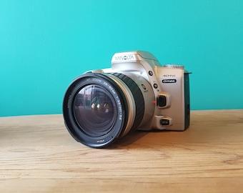 Minolta 404si Dynax 35mm SLR - Minolta AF 28-80mm f3.5 - 5.6