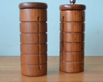 Vintage mid century Aboriginal salt and pepper shakers DBt2