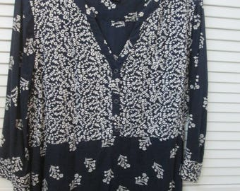 Navy and white fine cotton 3/4 sleeve V neck overblouse by Lucky Brand, Made in India.Size XL. Perfect summer weight navy white blouse.