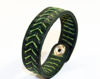 Green Leather Cuff Bracelet! Leather bracelet! Nice gift for women! Nice gift for men!Green wrist cuff!Bracelet wof women!Bracelet for men.