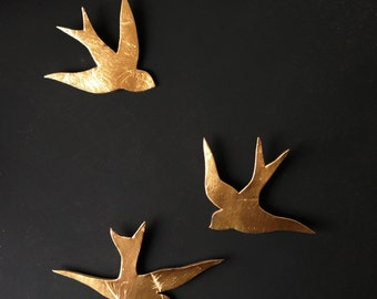 We fly together Gold porcelain wall art swallows Modern ceramic gold bird wall sculpture Bathroom kitchen bedroom home art Wall hanging