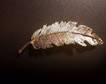Nice barrette in gold metal feather