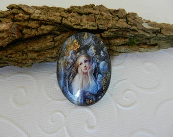 THE DREAMER - Glass Cabochon magnifying oval image of a romantic girl