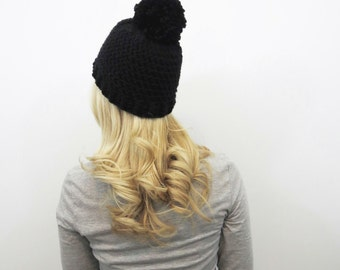 Chapeau de Pom Pom noir. Chunky Pom Pom Beanie. Bonnet noir. Femmes Pom Pom chapeau. Chapeau d'hiver femmes. Chapeau de Crochet noir. Bonnet en crochet.