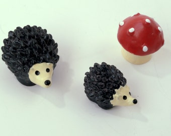 3 PC Red Mushroom Brown Hedgehog  Miniature Garden Plants Terrarium Doll House Ornament Fairy Decoration AZ6186