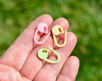 25 Polypropylene Locking Stitch Markers Knitting Accessories Multicolor  F586