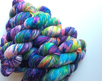 Hand dyed DK yarn Blue Faced Leicester DK weight 100g in Prism Break British Farmed uk