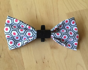 Bow tie for cat and dog - hexagons