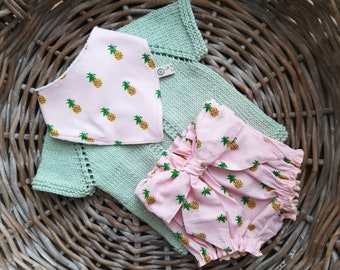 Complete baby girl, size 0-6 months, giacchettino in cotton green mint, shorts and bib in cotton pink bottom and pineapple fruits
