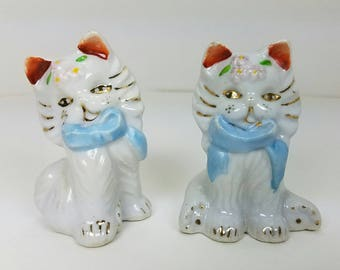 """Vintage Pair Ceramic Cat Feline Figurines Made In Japan Mid Century Blue Bows and Flowers 2 1/2"""" Tall"""