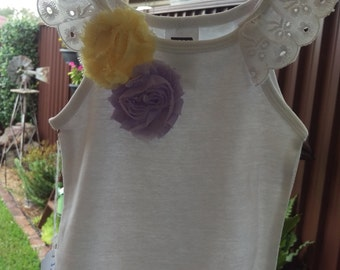 Lace and flower singlet -size 2-3
