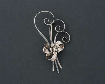 Vintage Beau Sterling Flower Brooch 8 grams