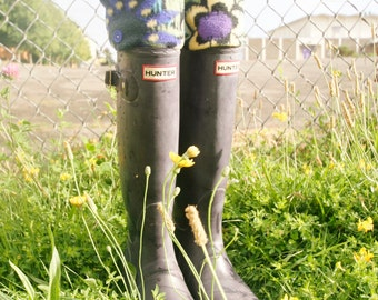 SLUGS Fleece Rain Boot Liners Black with a Floral Cuff, Fall Autumn Rainy Day Fashion, Welly Warmers( Med/Lg 8-11 Boot)