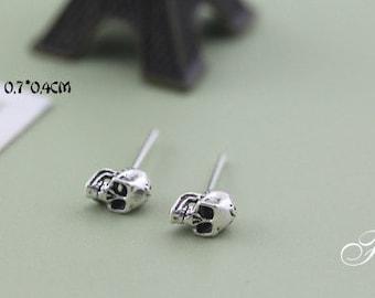 sterling silver skull earrings,mini skull earrings,tiny skull stud earrings,skull jewelry, sugar skull earrings,Day of the dead jewelry