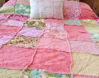 RAG QUILT // You CHooSe SiZe, CoLoR and Style!! // Shabby Chic, Rustic, Modern, Cottage, Quilt, Throw thru Twin Sized - YOU PiCK!
