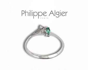 White gold ring 18 k, Emerald and diamonds.