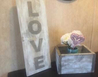 Rustic Wood Love sign  Gray&white