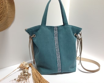 Blue hand bag in cotton and linen with leather strap.