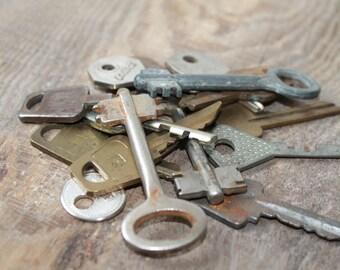 Old Vintage Keys for your art